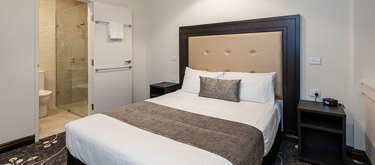 Burke & Wills Hotel Superior Queen Spa Suite