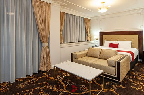Burke & Wills Hotel Luxury King Spa Suite